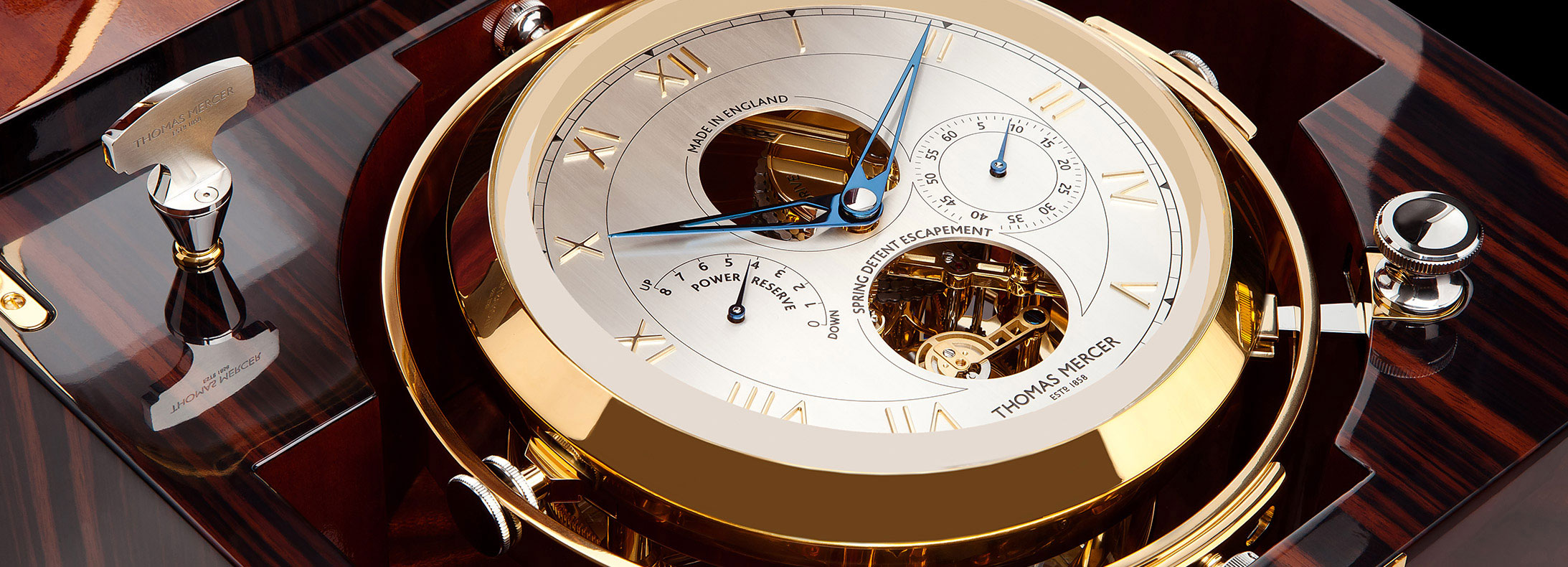 In the Greenwich, the elements of a chronometer marine are on show like on the dial of a watch.