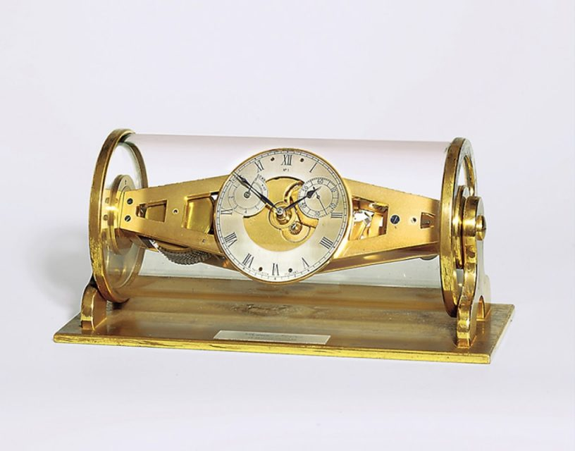 Crystal chronometer table clock